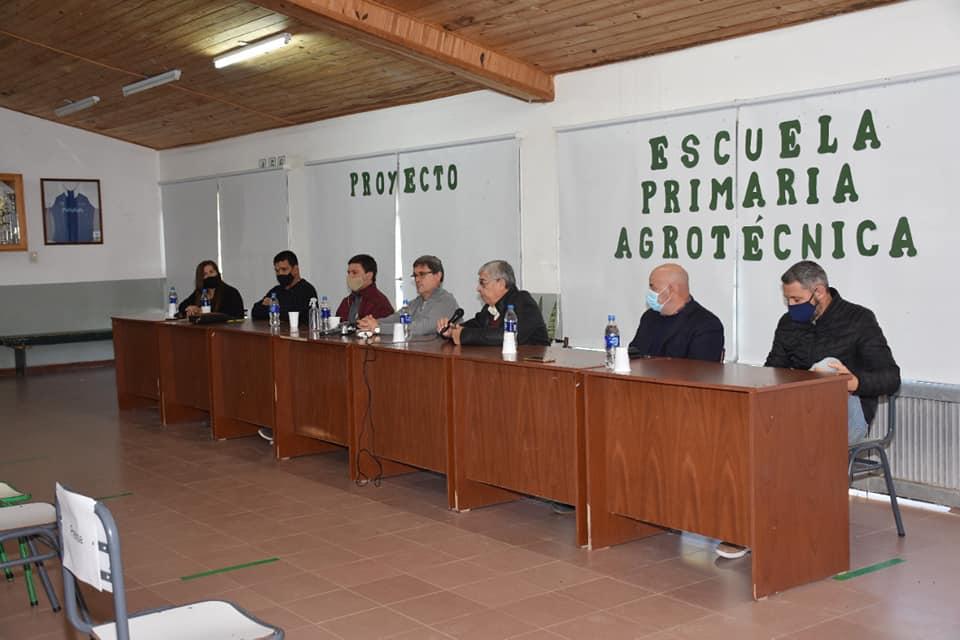 PRESENTACIÓN DE PROYECTO PARA ESCUELA PRIMARIA CON ORIENTACIÓN AGROPECUARIA